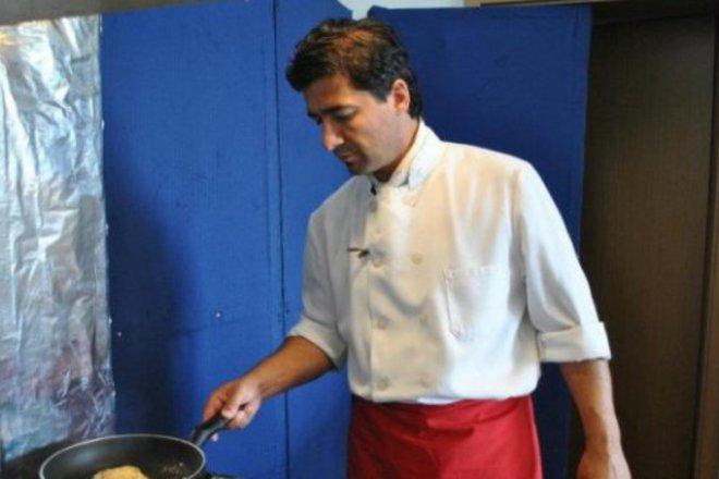 """Топ готвач приготвя манджи в тиган за """"Гинес"""""""