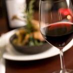 Важна съставка в червеното вино подобрява равновесието ни