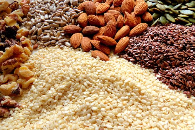 Как да консумираме сурови ядки и семена