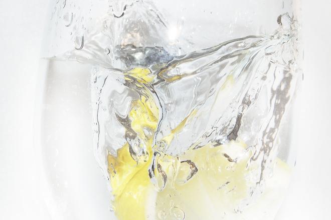 Няколко причини да пием вода с лимон