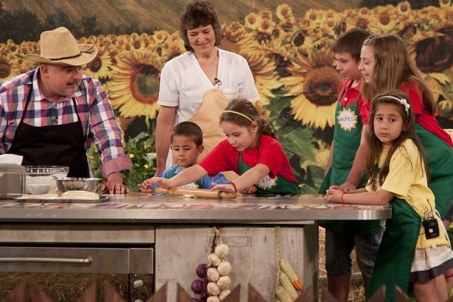Деца приготвят рецептите на баба с Ути Бъчваров