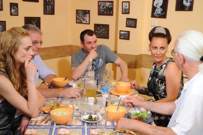"""Христо Сираков, Етиен Леви и Гъмов с дамски грим в """"Черешката на тортата"""""""