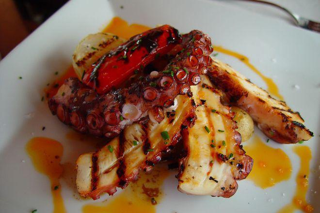 Октопод на скара по средиземноморски