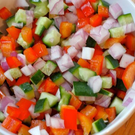 Large sharena salata s krastavitsi