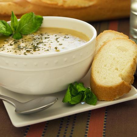 Large krem supa ot kiselets s lapad i kopriva