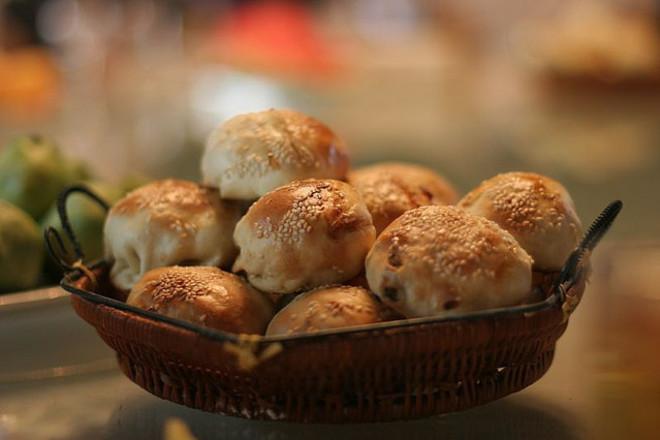 Питки от пълнозърнесто брашно с маслини и домат