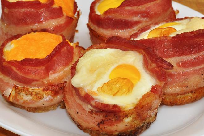 Мъфин-кошнички с яйца и бекон