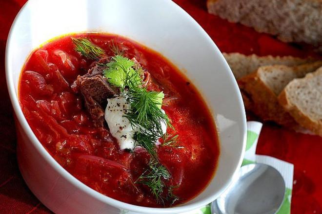 Доматена супа с босилек