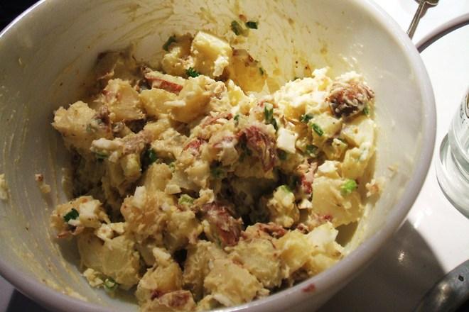 Картофена салата с майонеза и бекон