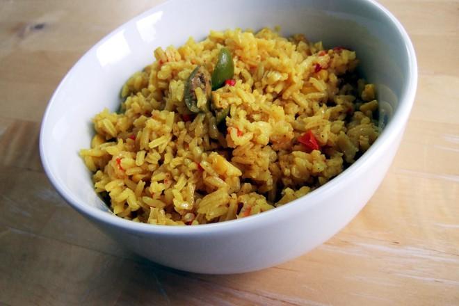 Оризова салата с босилек