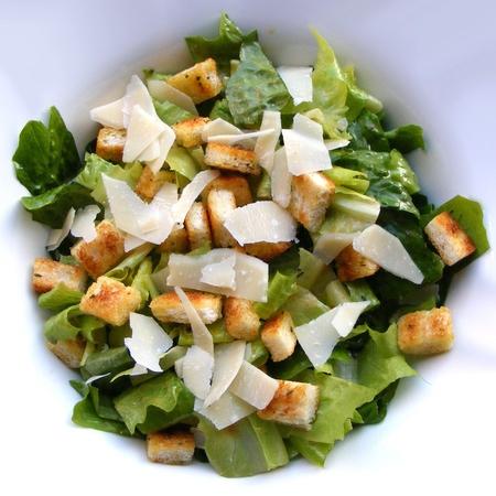 Large zelena salata s parmezan i krutoni