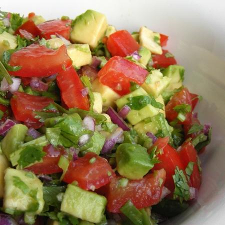Large salata ot domati s avokado