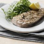 Стек от риба тон с черен пипер