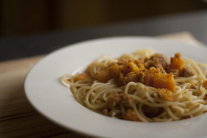 Спагети с тиква и  риба тон
