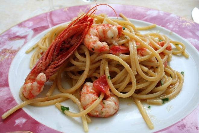 Спагети със скариди и бяло вино