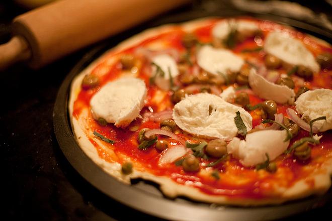 Пица с гъби и моцарела