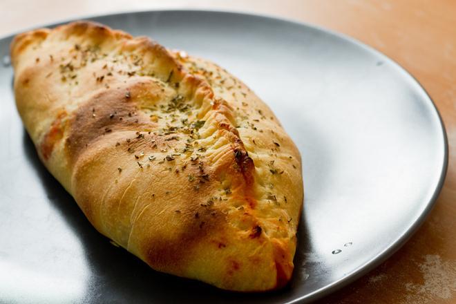 """Пица """"Калцоне"""" (затворена пица)"""
