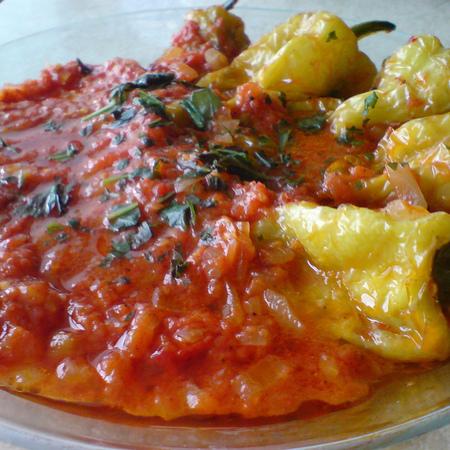 Large chushki s domaten sos