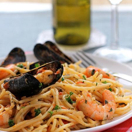 Large spageti s morski darove