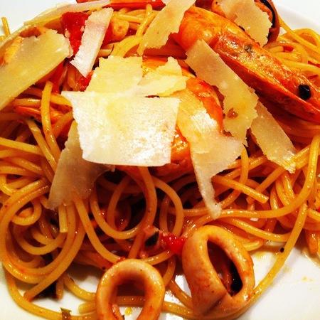 Large spageti sas skaridi i beybi oktopodcheta