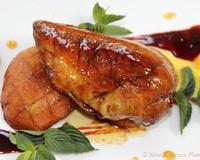 Гъши дроб върху ябълка със сос от червено вино
