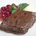 Шоколадов брауниз с бери сос