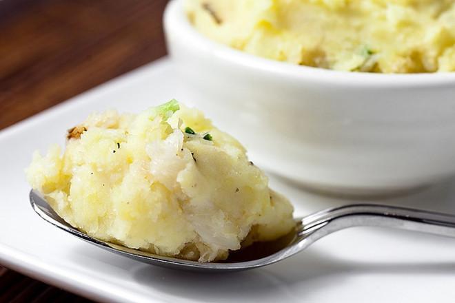 Картофено пюре с праз лук