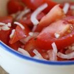 Салата от домати и лук