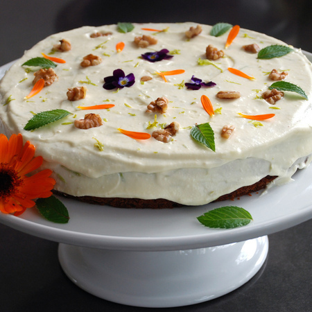 Large torta s morkovi