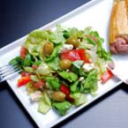 Зелена салата с домати и краставици