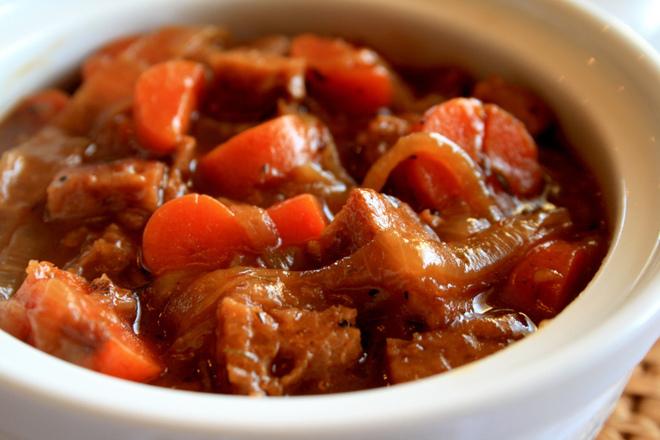 Телешко с лук и моркови