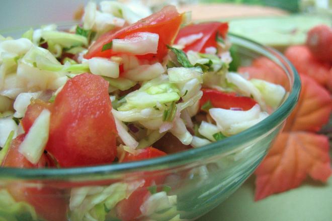 Подлютена зелева салата