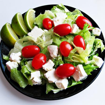 Large salata aysberg s cheri domati