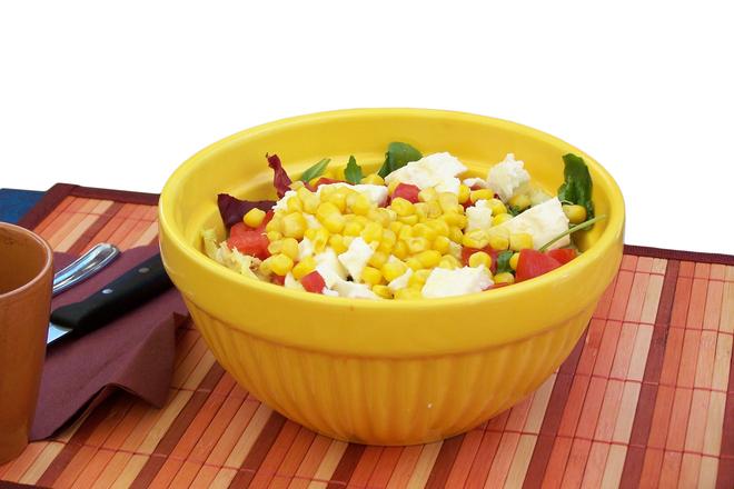 Свежа салата с царевица