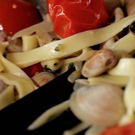 Large pasta kon vongole