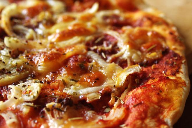 Пица с лук