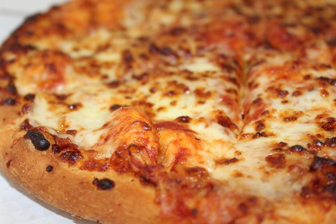 Пица с топено сирене