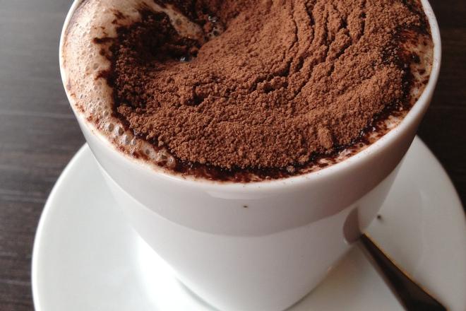 Топъл шоколад с ром