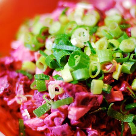 Large salata ot cherveno tsveklo s presen luk