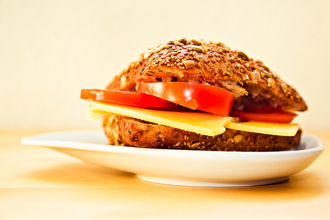 Сандвич с пълнозърнесто хлебче