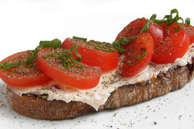 """Сандвич със сирене """"Фета"""" и домати"""