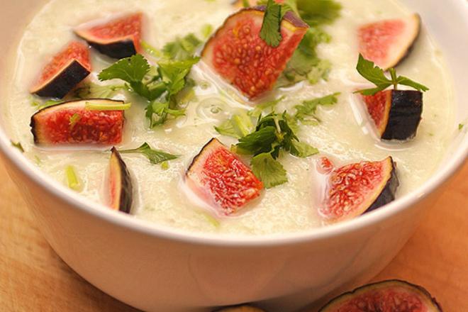Крем супа от карфиол със смокини