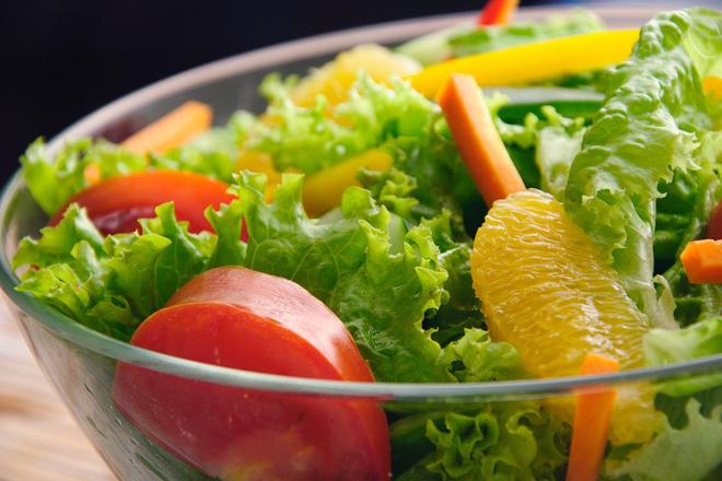 Зелена салата с портокали