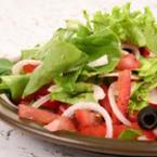 Зелена салата с домати и репички