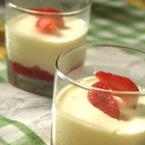 Яйчен крем с ягоди