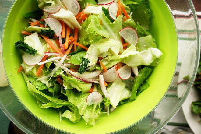 Зелена салата с моркови