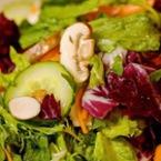 Зелена салата с червено зеле