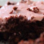 Шоколадов брауниз с малинов крем