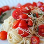Спагети с чери домати