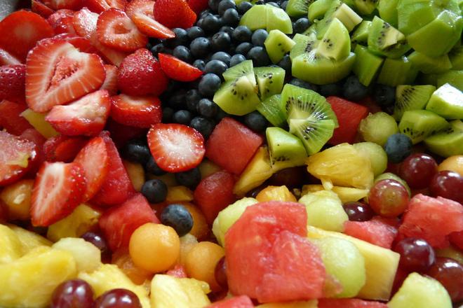 Свежа плодова салатка